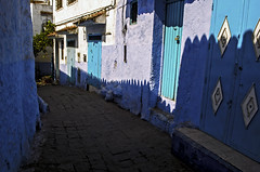 Chefchaouen (Kevin.Donegan) Tags: chefchaouen morocco maroc street urban colour purple blue africa pattern shape shadow