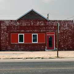 reds on red (Patinagal) Tags: relic decay remodel facade patina red building window