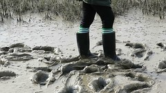 Mud explorer in action! (essex_mud_explorer) Tags: cebo black rubber wellingtonboots wellies wellingtons welly rubberboots wellington boots bootprints footprints mud muddy mudflats estuary tidalmud essex gummistiefel gumboots rainboots rainwear footballsocks rubberlaarzen schlamm