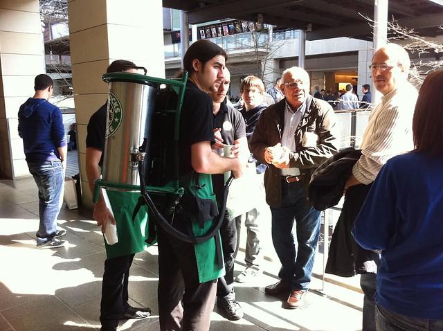 Starbucks regalando café a los que esperan por el iPad 2