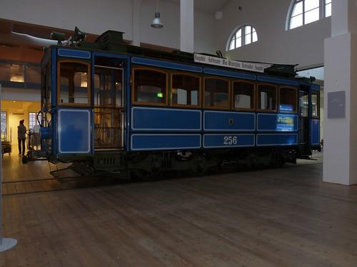 Der A-Wagen 256 in der Eingangshalle des MVG-Museums