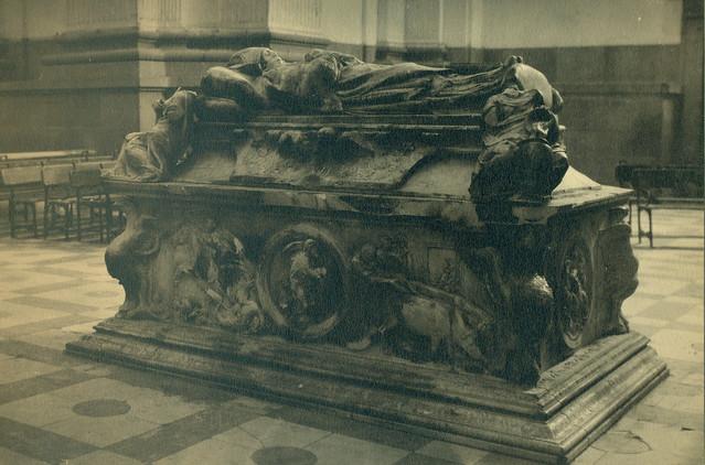 Sepulcro del Cardenal Tavera destruido en la Guerra Civil. Fotografía de Pelayo Mas Castañeda. Causa de los mártires de la persecución religiosa en Toledo