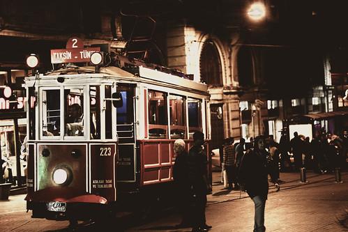 [フリー画像] 乗り物, 電車・列車, 路面電車, トルコ, 街角, 201104192300
