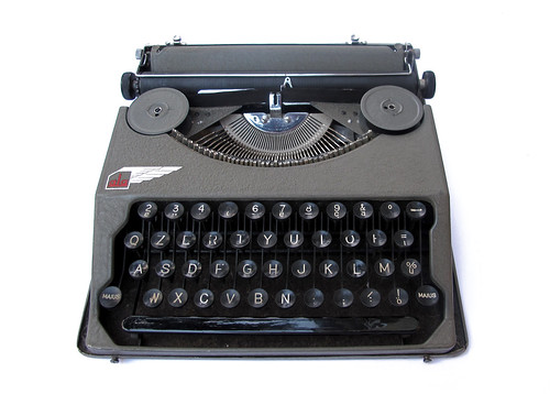 Ala portable typewriter (6)