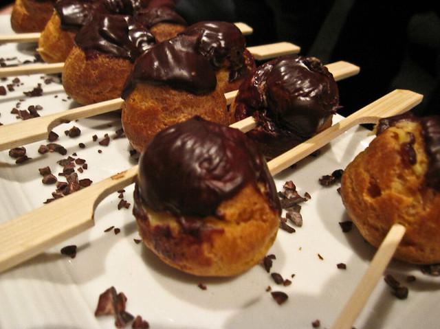 Mini chocolate èclairs