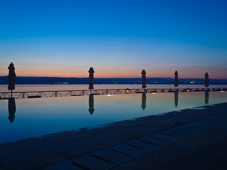infinity pool at movenpick in the dead sea of jordan
