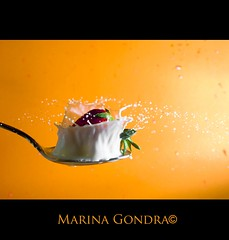 Fresas con leche [EXPLORED] (Marina Gondra) Tags: orange blur milk strawberry shot bokeh spoon drop desenfoque splash naranja leche fresa cuchara dosparo