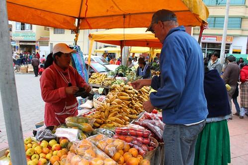 Roger buying achotillo