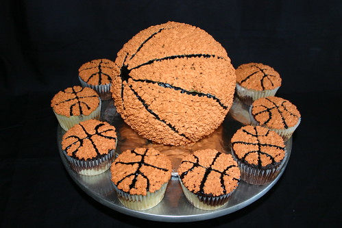 Basketball cake and matching cupcakes