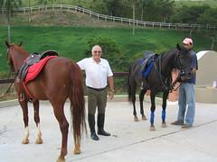 """Nossos cavalos - Mississipe Mangalarga Alazão e OHay Árabe preta - com Roberto e o tratador na Hípica Lagoinha • <a style=""""font-size:0.8em;"""" href=""""http://www.flickr.com/photos/63787043@N06/5805383210/"""" target=""""_blank"""">View on Flickr</a>"""