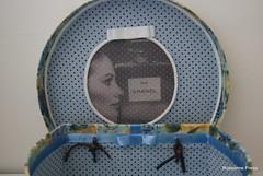 Maleta Brigitte Bardot (L'atelier de Roseanne Presa) Tags: presente maletas malinhas frasqueira cartonagem