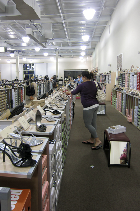 062411_shoesShopping02