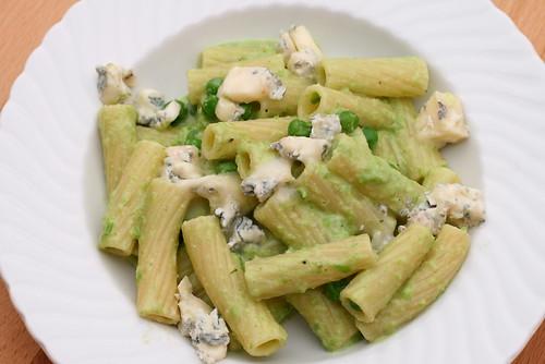 Rigatoni mit Erbsensauce und Gorgonzola