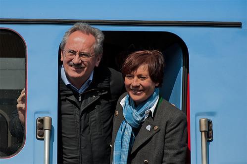 Oberbürgermeister Christian Ude und Skirennläuferin Rosi Mittermaier in der 111 031