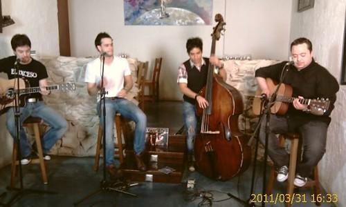 Desde Larruzz en directo Grupo Musical EL EXCESO de BIlbao by LaVisitaComunicacion