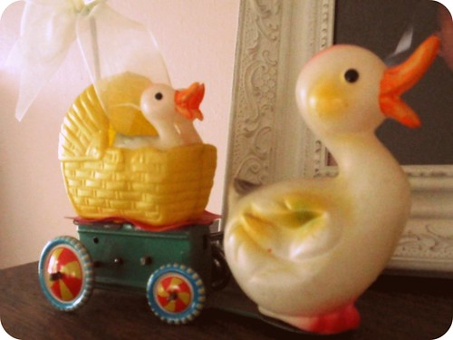 Cute vintage celluloid duck & ducklings toy
