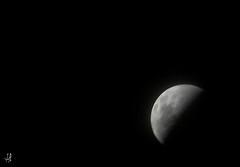 Ela, sempre bela... (Andressa Rafaela) Tags: moon branco andressa wb pb preto luna lua sw pretoebranco   schwarzundweis andressarafaela mygearandme abouttabs