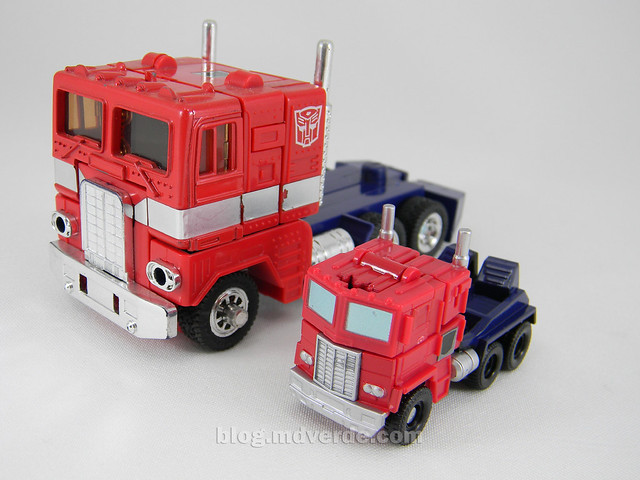Transformers Optimus Prime Reveal the Shield Legends - modo alterno vs G1
