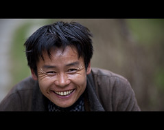 The Knife Sharpener (Michael Steverson) Tags: china portrait man smile canon asian chinese knife grin chinadigitaltimes 5d sharpener guangxi markii liuzhou cleaver