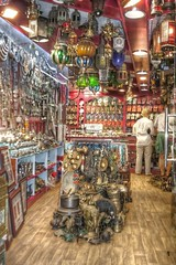 Zoco de Muscat (SVA1969) Tags: travel viaje canon vintage suck dubai superb emirates eua lampara viejo muscat hdr zoco antiguedades canoneos350 alucinante emiratos musquat masquate