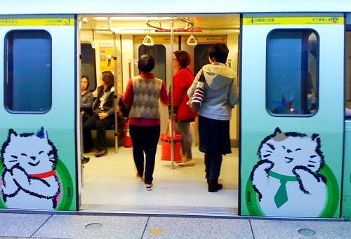 捷運彩繪列車-玉山悠遊聯名卡。板南線
