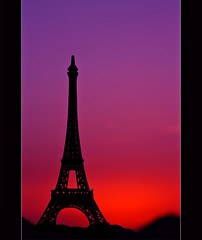 (ll.dyala.ll) Tags: camera tower canon sundown eiffel siluetas   500d      dyala