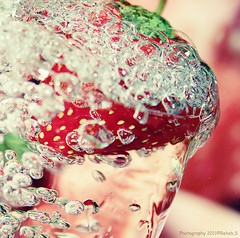 Strawberry Bubbles (Rehab Saleh || ) Tags: canon strawberry bubbles mm 1855      canoneosd400        400