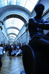 Le Louvre, Paris (In the amber of the moment) Tags: blue sculpture paris france museum lights europe lelouvre gallary