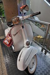Vespa GT 125 (Michael Döring) Tags: bochum innenstadt citypoint d300 michaeldöring kortumstrase afs1424 vespagt125