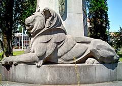 le lion au pied d'Albert 1 er (alainalele) Tags: france photoshop internet creative sigma commons nancy bienvenue lorraine licence presse dp1 bloggeur paternit