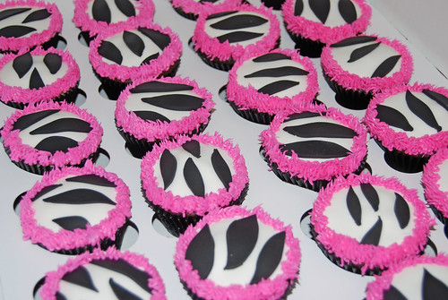 black and white zebra with pink fringe baby shower cupcakes