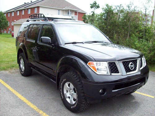 Nissan Pathfinder 2005 Lifted