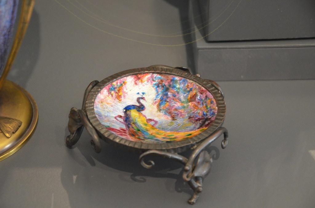 Art Nouveau - Coupe motif paon en émail peint