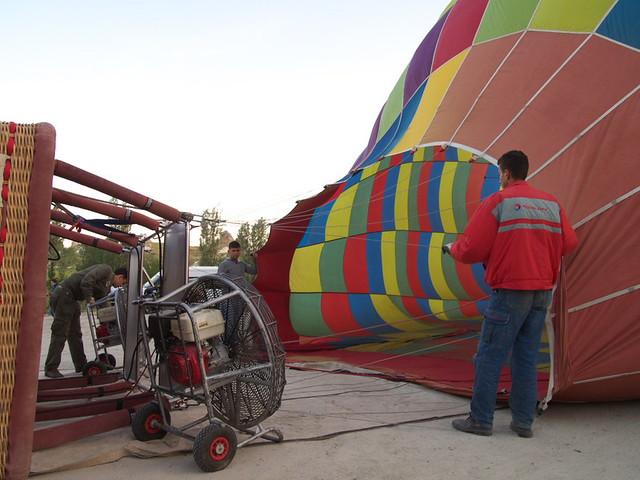 柴油風扇發威,吹脹熱氣球