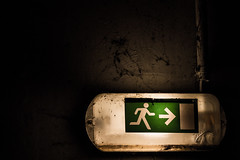 Par ii ! (julien-eos) Tags: france night canon dark eos escape sombre sortie secours issue nuit rennes cleunay 1100d
