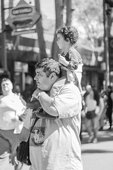 Father and Daughter (Alvimann) Tags: alvimann canon canoneos550d canon550d canoneos gente man men people hombre male hombres blackandwhite black negro white blanco blancoynegro