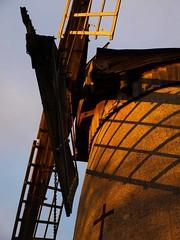 Bidston windmill sunset shadow detail (DizDiz) Tags: uk england windmill wirral bidston diamondpattern sunseteffect olympuse410 windmillsails restoredwindmill vynerroad 1800windmill