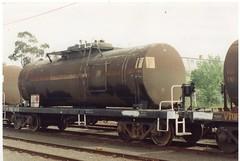 VTQF 100 G Tottenham 10/1995 (booksvic) Tags: tank railway vr wagons vline