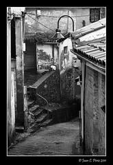 Calle de Cudillero b&n (Juakifoto) Tags: asturias olympus cudillero ep1 uro