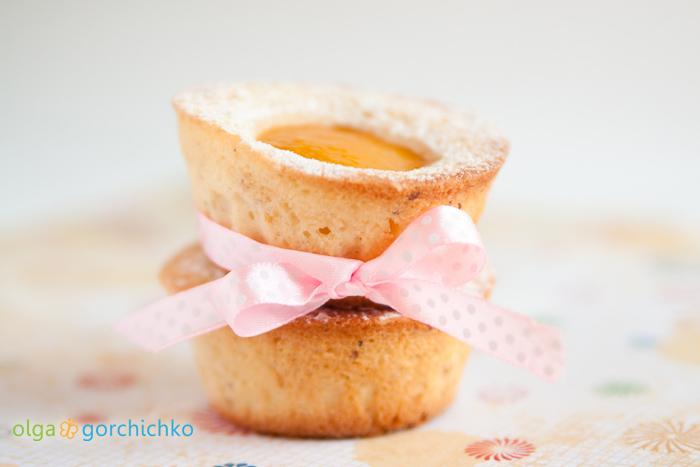 Пирожные с персиками