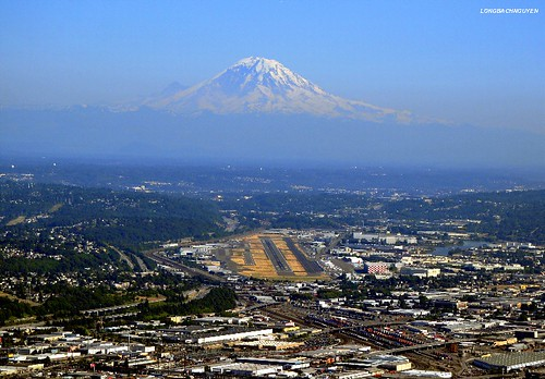 Floating Mt Rainier and Boeing Field