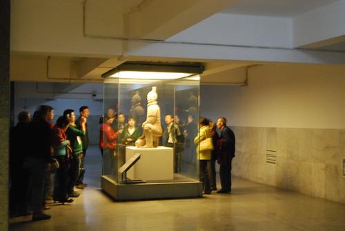 Der knieende Bogenschütze der Terrakottaarmee wurde für die Souvenirfiguren kopiert.