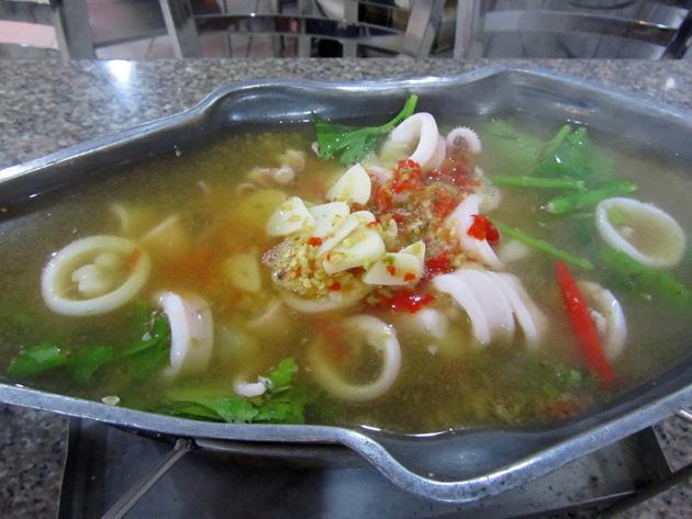 Pla Meuk Kai Neung Manao (mèuk kài nêung má-naao) หมึกไขน่ึ่งมะนาว