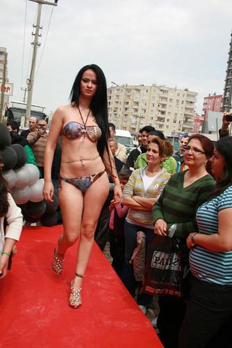 трактор и голые девушки фото