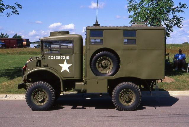 canadian gmoshawaautofest1998 1944chevrolet1500cmpmilitarytruck