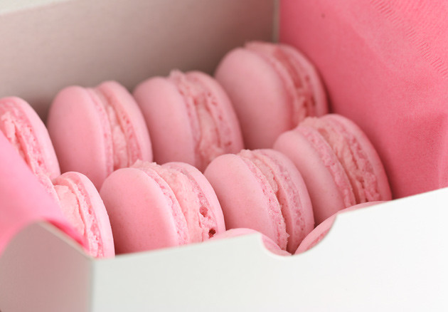 strawberry-macarons-3