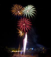 Mindil Fireworks (unripegreenbanana) Tags: australia darwin northernterritory mindilbeach mindilmarkets