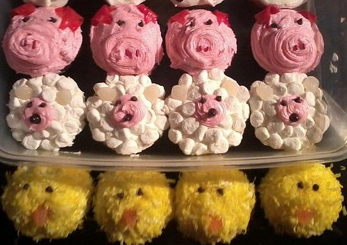 5674704377 c21a221cd3 Farm Animals for your Barnyard Cupcakes