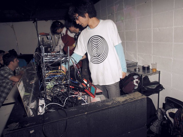 iserobin finished his live performance!  His live equipments are... lol!
