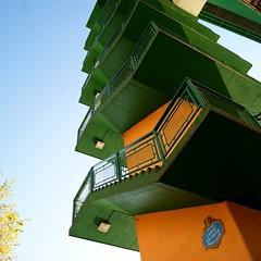 ... (no sabemos cmo llamarnos) Tags: verde bilbao naranja escaleras contrapicado atelier2010verde